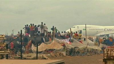 L'aéroport de Bangui transformé en camp de réfugiés (Crédits: France24)